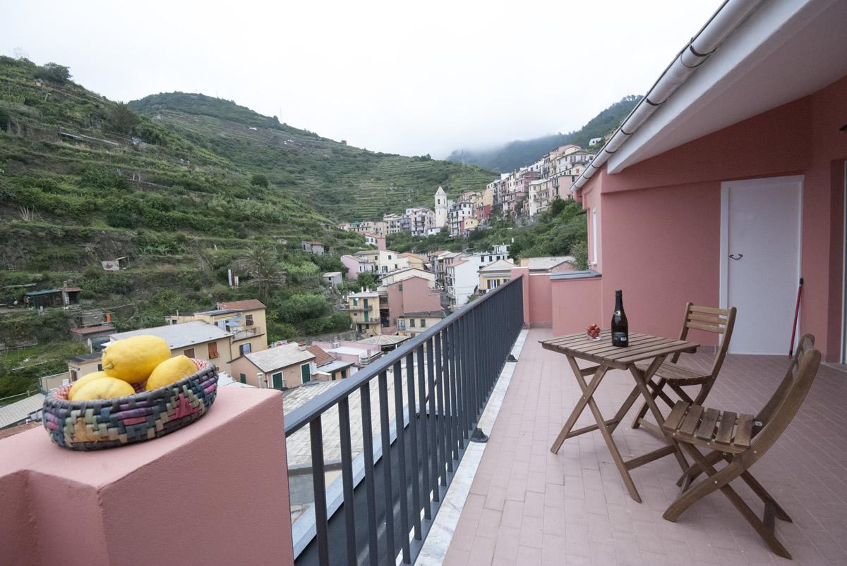 Stunning la terrazza riomaggiore contemporary design for Terrazza design